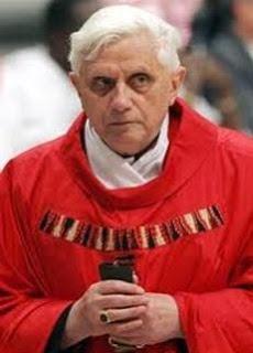 Papa Bento XVI é denunciado ao tribunal de Haia por vítimas de pedofilia