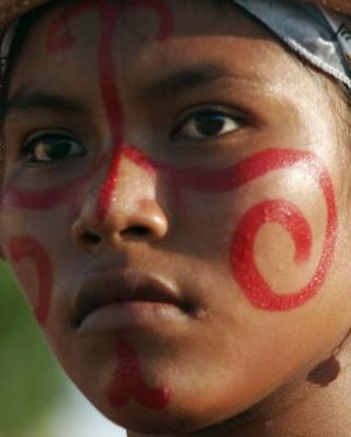 Cebes repudia ameaças de morte a jovem colombiana dos povos Wayuu