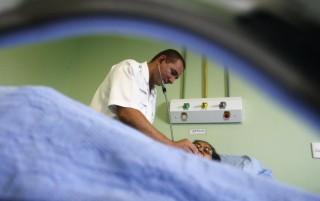Mal crônico da saúde pública brasileira, falta de recursos exige tratamento intensivo