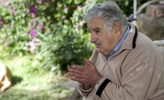 """""""Narcotráfico está rindo da repressão às drogas"""", diz presidente do Uruguai"""