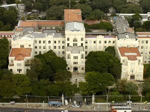 Medicina da USP vai criar centro de defesa para alunas vítimas de estupro