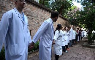 Crise 'acende luz amarela' para gestão da saúde pública por Organizações Sociais em SP