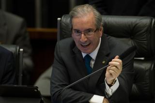Para atender financiadores de campanha, Cunha ameaça a existência do SUS