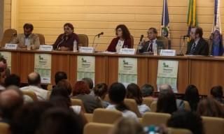 Representantes do governo, cientistas e juristas pedem mudanças no tratamento de usuários e traficantes