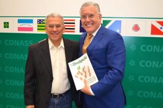 Cebes lança revista em parceria com o Conass e destaca desafios das políticas de saúde