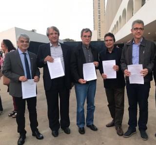 """Ex-ministros lançam manifesto """"SUS, saúde e democracia: desafios para o Brasil"""""""