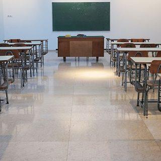 """As """"volta às aulas"""" do MEC, improvisada e precária"""