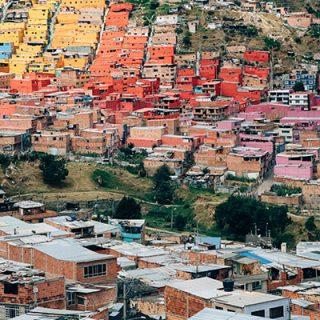 Homens em casa, mulheres mortas: possíveis causas de tantos feminicídios na América Latina