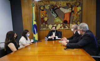 Rodrigo Maia recebe petição do CNS pela manutenção do orçamento emergencial do SUS em 2021